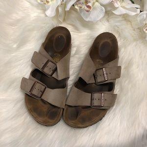 🦋NEW LISTING🦋 Birkenstock Arizona taupe sandal